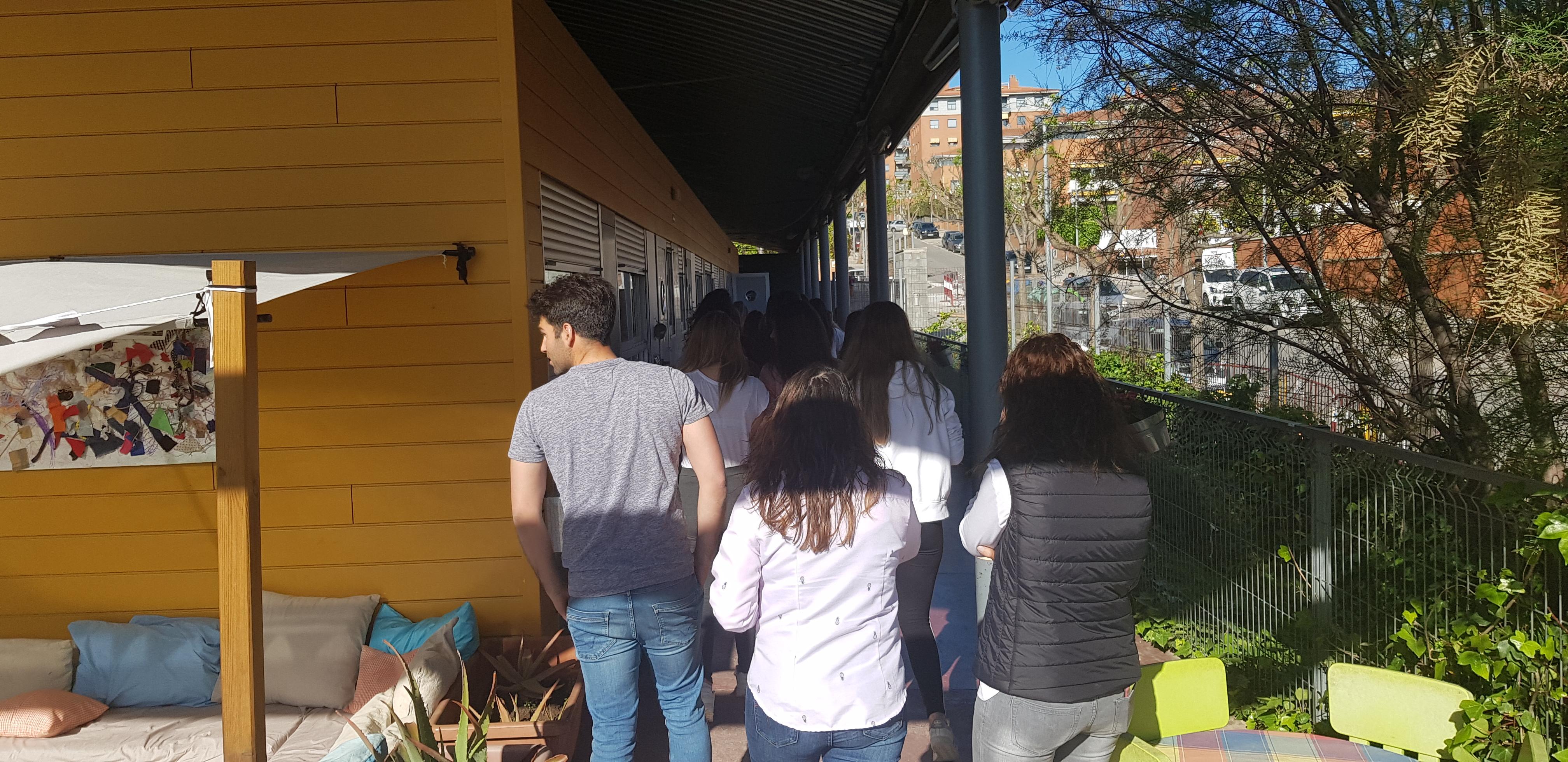 Estudiants visiten escola bressol