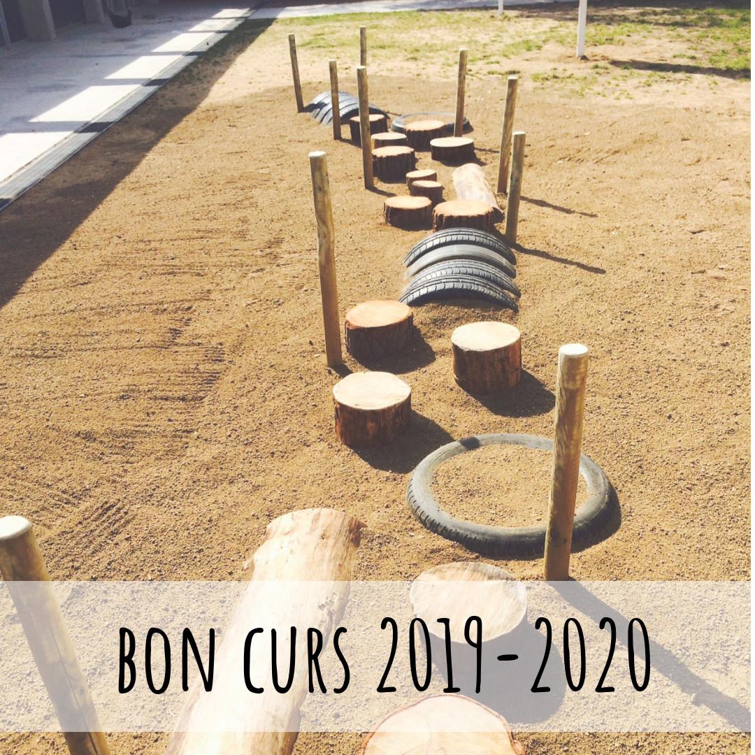 Estructura camí en un patí d'escola bressol. Text: Bon curs 2019-2020!